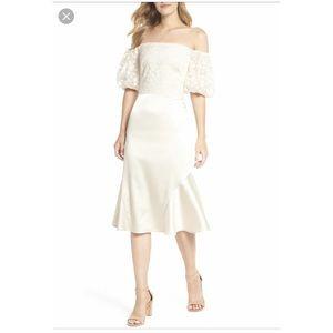 Gal Meets Glam Adele Off Shoulder Dress Size 2 NWT